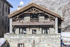 Vue de face du chalet à Val d'Isère